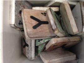 cottoncounts houten letter   Scrabble letter y