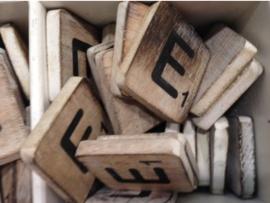 cottoncounts houten letter   Scrabble letter e