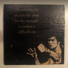 "cottoncounts houten onderzetter   ""Do not pray for an easy life"""