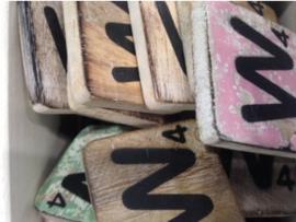 cottoncounts houten letter   Scrabble letter w