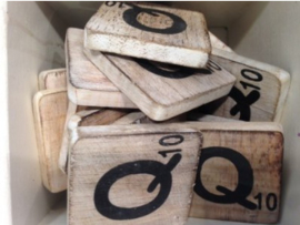 cottoncounts houten letter   Scrabble letter Q