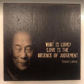 """cottoncounts houten onderzetter   """"What is love?"""""""