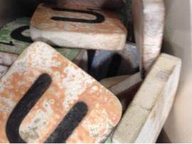 cottoncounts houten letter   Scrabble letter u