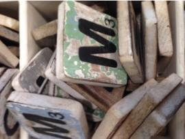 cottoncounts houten letter   Scrabble letter m