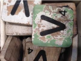cottoncounts houten letter   Scrabble letter v