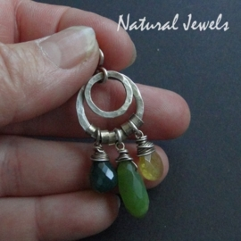 Small robust green pendant