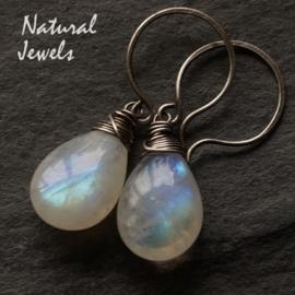 Zilveren oorbellen met Maansteen briolet