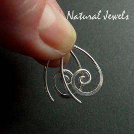 Tiny zilveren spiral oorbellen