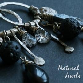 Handgemaakt robuuste zilveren oorbellen met zwarte edelstenen