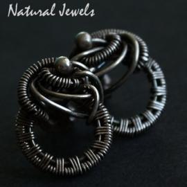 Zilveren handgemaakte oorstekers Knot