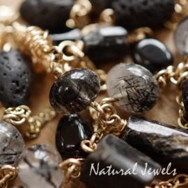 Zwarte edelsteen lange halsketting goud