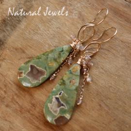 Groene edelsteen oorbellen goud