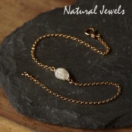 Gouden armbandje of enkelbandje met blaadje van Mother of Pearl