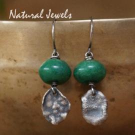 Zilveren groene edelsteen oorbellen