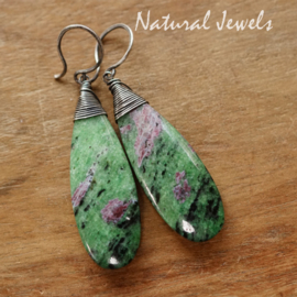Groene edelsteen oorbellen