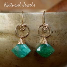 Groene oorbellen van goud