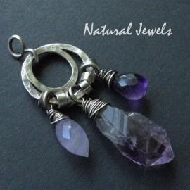 Small robust purple pendant