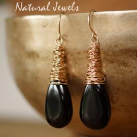 Zwarte Onyx cocon oorbellen goud