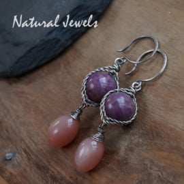 Zilveren oorbellen Sugiliet en Maansteen