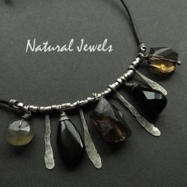 Robust black necklace
