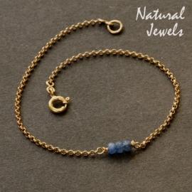 Gouden armbandje of enkelbandje met drie saffiertjes