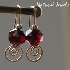 Goldfilled oorbellen met Rode Granaat