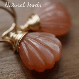 Maansteen oorbelletjes mini waaiertjes goud