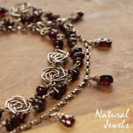 Necklace Roses and Garnet
