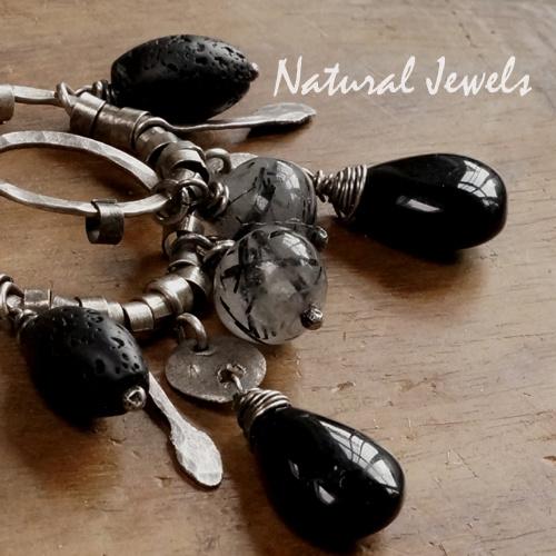 Zilveren robuuste oorbellen zwarte edelstenen