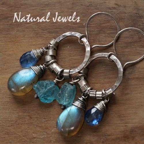 Robuuste zilveren oorbellen blauw