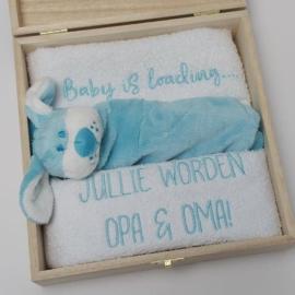 Houten giftbox labeldoekje blauw | Hoera, jullie worden opa en oma!