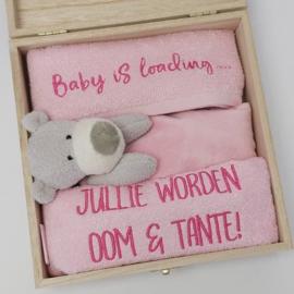Houten gift box tutdoekje roze | Hoera, jullie worden oom en tante!