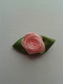 Roosje met blaadjes | roze 30mm