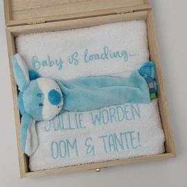 Houten giftbox labeldoekje blauw | Hoera, jullie worden oom en tante!