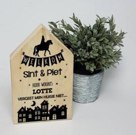 Houten huis   Welkom Sint en Piet hier wonen...