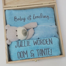 Houten gift box tutdoekje blauw | Hoera, jullie worden oom en tante!
