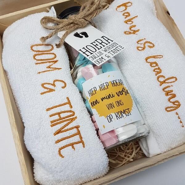 Houten giftbox flesje oker | Hoera, jullie worden oom en tante!