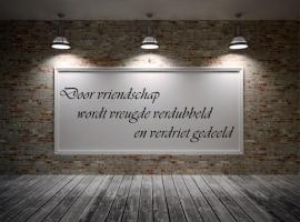 muursticker: Door vriendschap wordt....