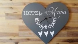 Tekstbord ( Hart ) Hotel Mama met klokje