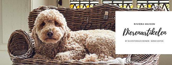 Ook huisdieren worden bij Kloosterhuis Wonen en Cadeaus niet vergeten. In de collectie van Rivièra Maison vindt u een mooi aanbod manden, voerbakken en voorraadpoten voor onze favoriete viervoeters die ook nog eens prachtig staan in uw interieur. Kortom inspiratie volop voor de dieren!