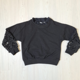 Laced sleeves top