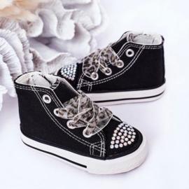 Lovely black sneakers