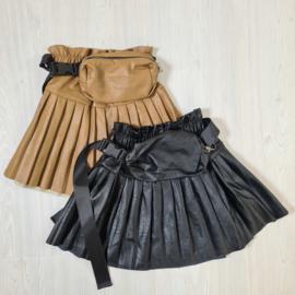 Pleated & Bagged leatherlook skirt