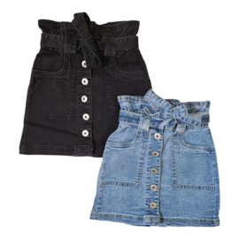 Buttoned denim skirt with a bow