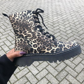 Mommy's leopard boots