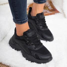 Basic black chunky sneaker