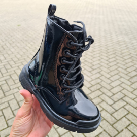Ultimate shiny black boots