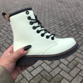 Basic white boots - glow in the dark