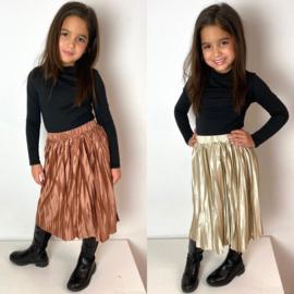 Pleated shiny skirt