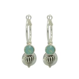 Be Lovely - Zilverkleurige oorbellen, met mintkleurige swarovski en schelp